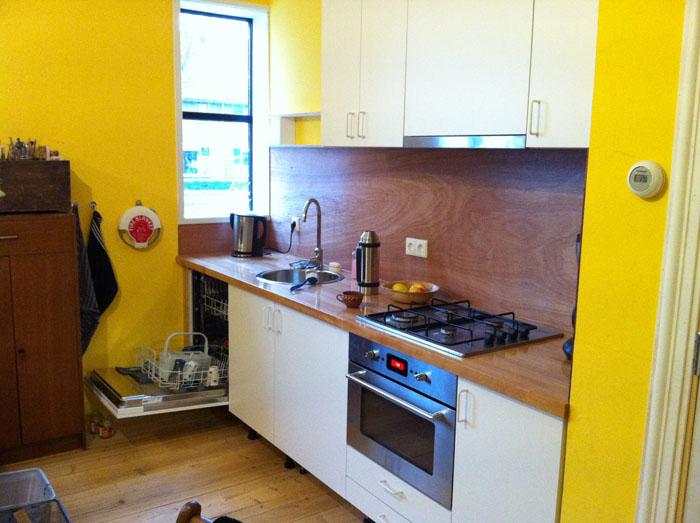 Ikea Keuken Uitzoeken : gedaan, met spulletjes van de IKEA en een massief beuken werkblad